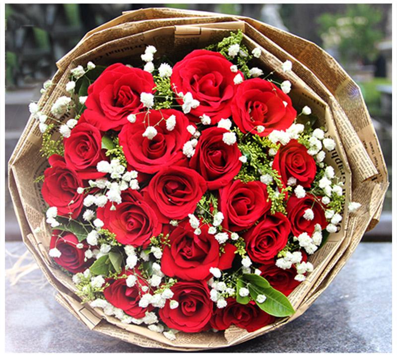 [名 称]:相守到老 [编 号]:XH00651 [材 料]:红玫瑰19朵,黄莺、满天星、绿叶点缀 [包 装]:复古英文报纸包装,编织草绳蝴蝶结 [花 语]:当所有的一切都已看平淡,有一种精致还留在心田。等到老去的一天,可知一生有你,我都陪在你身边! [适合场合]:恋情,生日,祝福,节日 [配送范围]:本产品全国各地均可送达 [订花热线]:400-702-6699