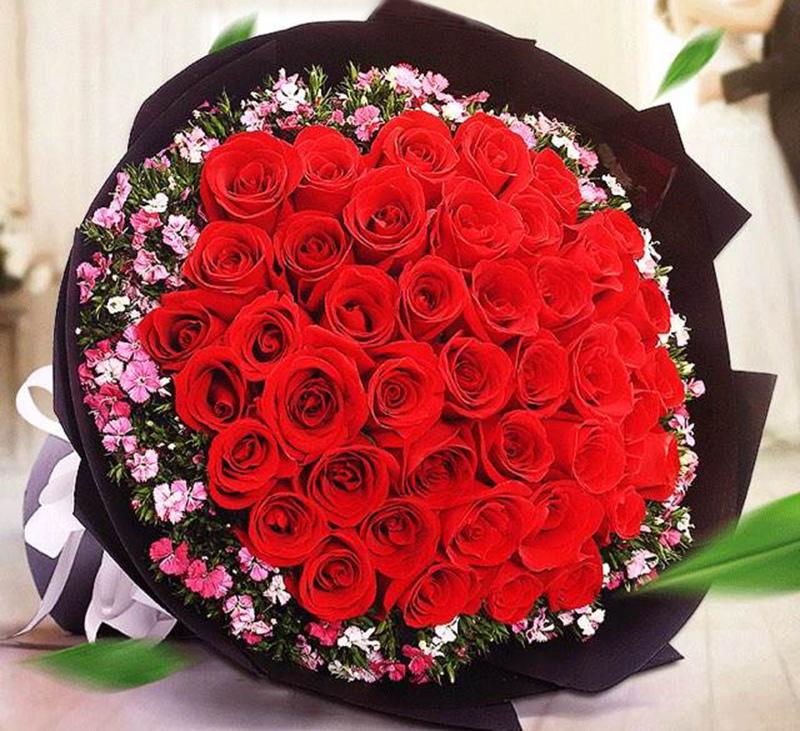 七夕节鲜花 / 可爱的人:香槟玫瑰 16 朵,尤加利,白色