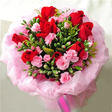 红玫瑰9朵,粉色康乃馨9支,点缀多头粉康 黄莺 满天星等